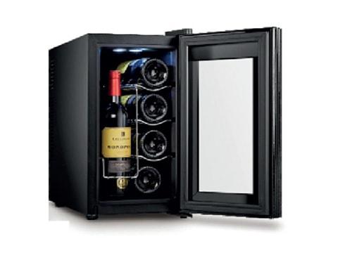 ตู้แช่ไวน์ ประตูกระจกโค้ง<br>25 ลิตร (8 ขวด)